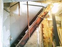 階段付近の解体工事