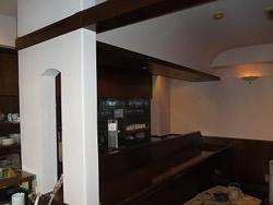 天井と壁を白く塗りなおすと見違えるほど明るくなりました